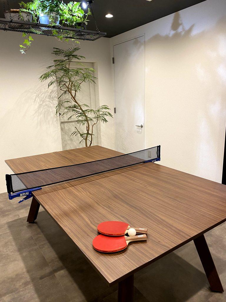 株シートライブの会議室のデスクは卓球台に